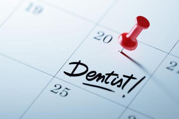 ویزیت هر 6 ماه یک بار دندان